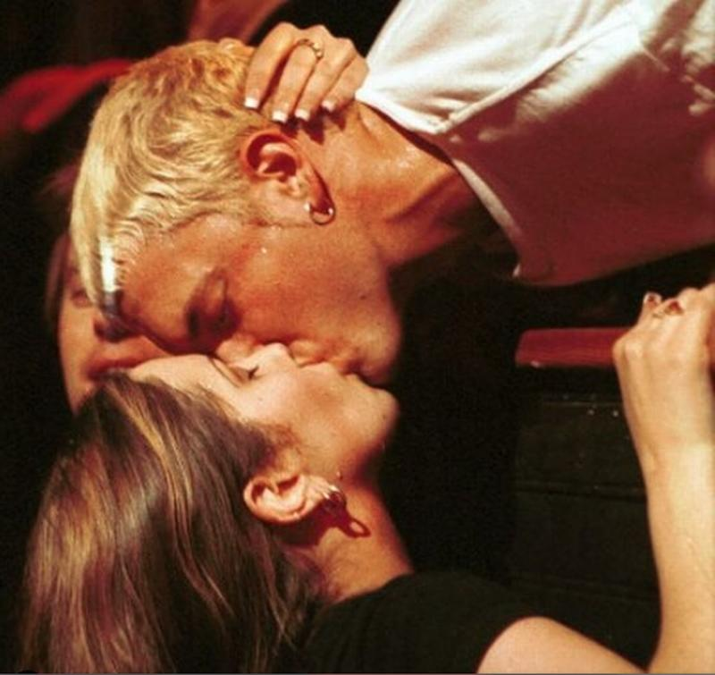 Eminem Kissing A Fan, 1999